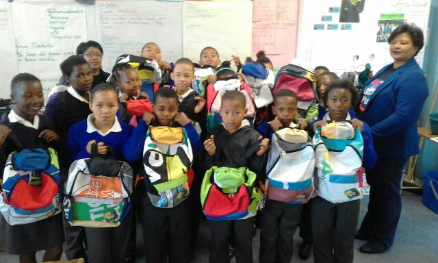 Uzwelo Bags giving back to Fraaisig Primary
